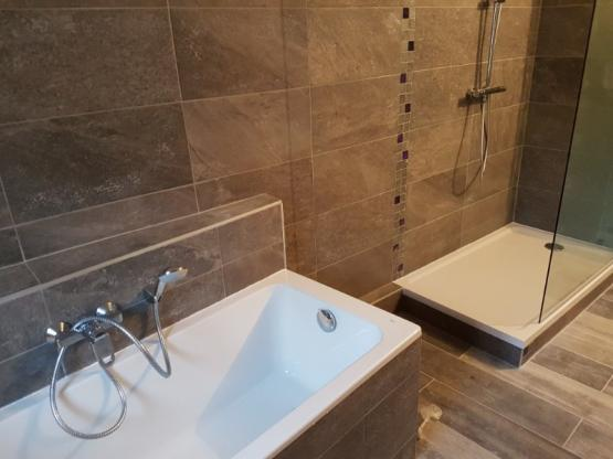 Travaux de plomberie dans une salle de bain