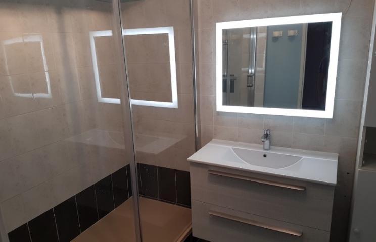 Pose et installation de vasque, miroir, carrelage